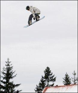 VIDERE Aleksander Østreng er eneste nordmann videre til semifinalen i slopestyle. Her er han under kvalifiseringen. Foto: Håkon Mosvold Larsen / Scanpix