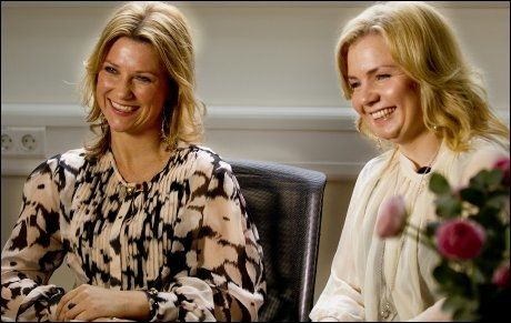 PERLEVENNER: Latteren sitter løst hos prinsesse Märtha og Elisabeth Nordeng når de snakker om den trege starten på vennskapet sitt. Foto: Roger Neumann