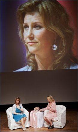 REISER VERDEN RUNDT: Prinsess Märtha og Elisabeth Nordeng, her på et foredrag i Tyskland i fjor. Foto: JØRGEN BRAASTAD