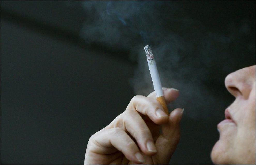 HALVERT: Siden 1996 er antallet dagligrøykere nesten halvert, ifølge SSB. Foto: Illustrasjonsfoto: SCANPIX
