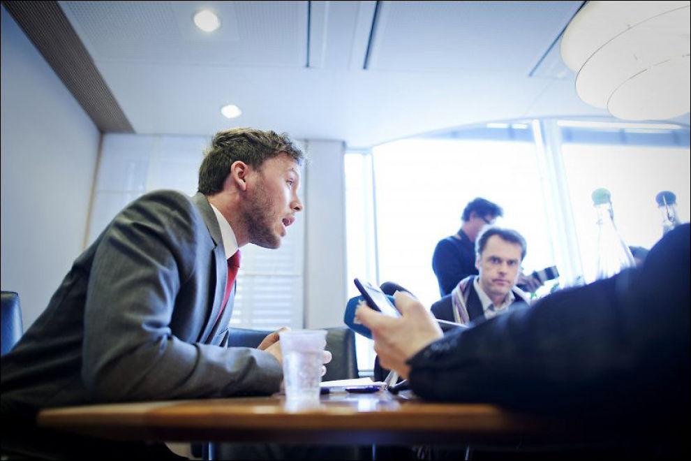 KRITISERES: Audun Lysbakken får kritikk for å ha gitt støtte til en bok som ble skrevet av to SV-medlemmer. Foto: Jørgen Braastad