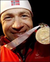Bjørndalen spylte ned lagkameratene med gullsjampis