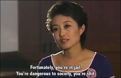 PROGRAMLEDER: Ding Yu sier her til en av fangene hun intervjuer at han er dritt. Foto: Trailer til filmen «Dead men talking» i forbindelse med «International Documentary Film Festival» i Amsterdam i 2011.