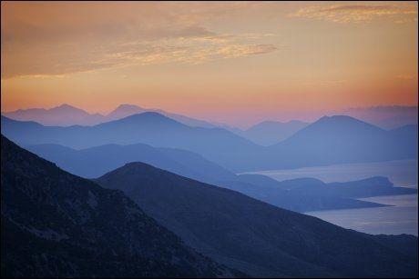 NATUR: Albanias vakre kyst, her med havet og de sju blåner. Foto: JØRGEN BRAASTAD
