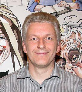 SATSER KOLLEKTIVT: Erlend Bjørtvedt i Wikimedia Norge mener leksikon blir bedre når flest mulig er med å redigere det. Foto: Kristine Løwe