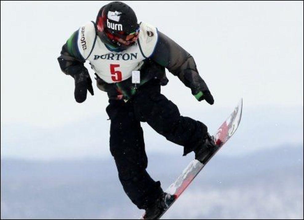 NUMMER TO: Her svever Ulrik Badertscher inn til sølvmedalje - bare slått av canadiske Sebastien Toutant. Foto: Ap