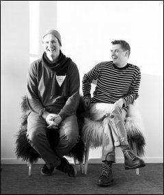JUBEL: Partner Pontus Dahlstrøm (t.h.)og kjøkkensjef Esben Holmeboe jubler over å ha fått to stjerner. Foto: Maaemo