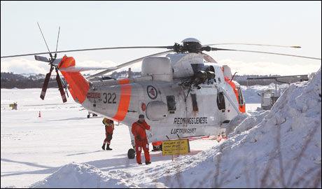 RESULTATLØST: Sea King-helikopteret fra Bodø kommer inn uten nye funn. Det er de norske heikoptrenes fjerde forsøk over søkestedet. Foto: KENNETH PAULSON