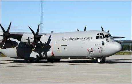 """SAVNET: Arkivbilde av det siste av i alt fire nye Hercules C-130J, """"Siv"""", etter ankomst på Gardermoen militære flystasjon 30 juni 2010. Det er dette flyet som er savnet i den svenske fjellheimen. Foto: Jan Severinsen / Forsvaret"""