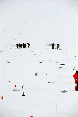 SNØSKRED: I dette området ble flere vrakdeler og levninger funnet. Foto: POLITIET I NORRBOTTEN