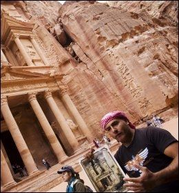 JORDAN: Oldtidsbyen Petra i Jordan er en av severdighetene man får oppleve på Apollos nye cruise i Rødehavet. Foto: Terje Bringedal