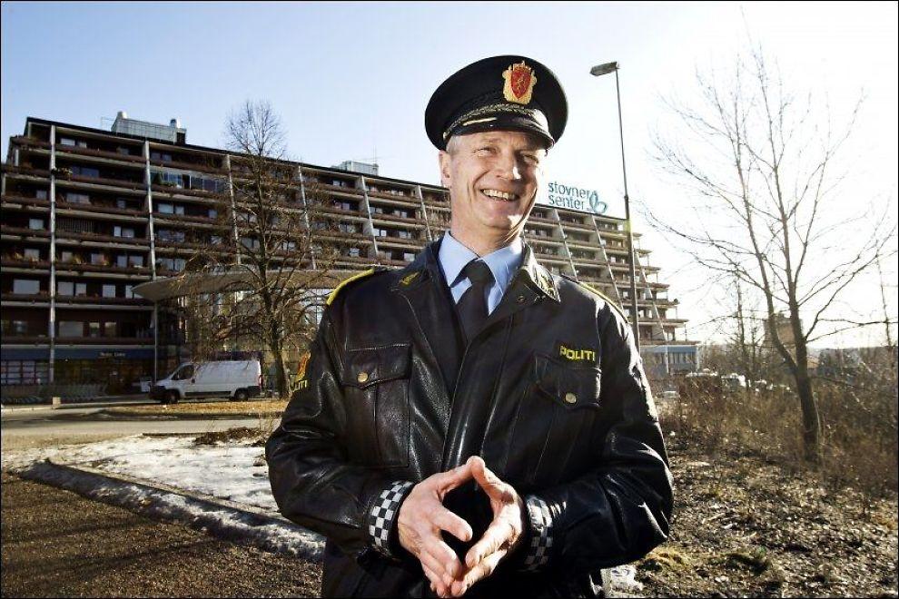 SOLSKINNSHISTORIE: Stasjonssjef Espen Aas, ved Stovner politistasjon i Groruddalen, har all grunn til å være fornøyd med den synkende kriminaliteten. Foto: FRODE HANSEN / VG