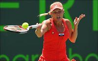 Sint Wozniacki pepet ut etter semi-tap mot Sharapova