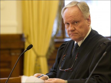KRISTIANSENS ADVOKAT: Advokat Sigurd Klomsæt prøver å få tatt opp igjen saken til Viggo Kristiansen, som i 2001 ble dømt til 21 års fengsel og 10 års sikring for drapt på to små jenter i Baneheia. Foto; SCANPIX