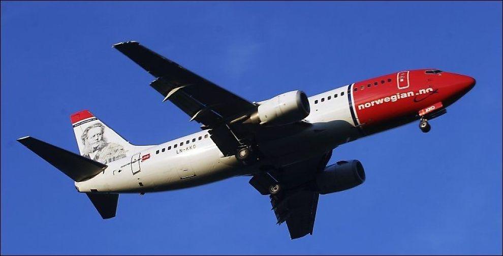 SIKTER MOT BANGKOK: Norwegian vil starte langdistanse-flyvninger med Boeing 787 Dreamliner-fly til Bangkok i løpet av 2013. Bildet viser et annet Norwegian-fly under landing på Gardermoen. Foto: SCANPIX