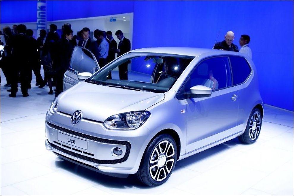MINI: Volkswagen up! er lengre enn 3,45 meter. Her er tredørsvarianten fotografert på bilutstillingen i Frankfurt i 2011. Til Norge kommer kun femdørsutgaver. Bilen skal konkurrere blant annet mot Toyota Aygo. Foto: Kyrre Lien