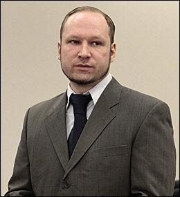 FIKK HØRE OM ALLSANGEN: Anders Behring Breivik (33) ble fortalt om allsangen i Oslo og flere andre byer torsdag. Han skal ikke ha reagert spesielt. Foto: Håkon Mosvold Larsen / NTB Scanpix