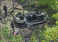 Syv omkom da bil stupte over autovern i New York