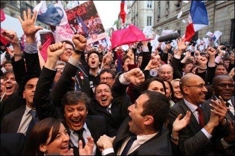 JUBEL: Sosialistene jubler på nytt i Frankrike. François Hollande blir landets neste president, ifølge en rekke målinger. Foto: Afp