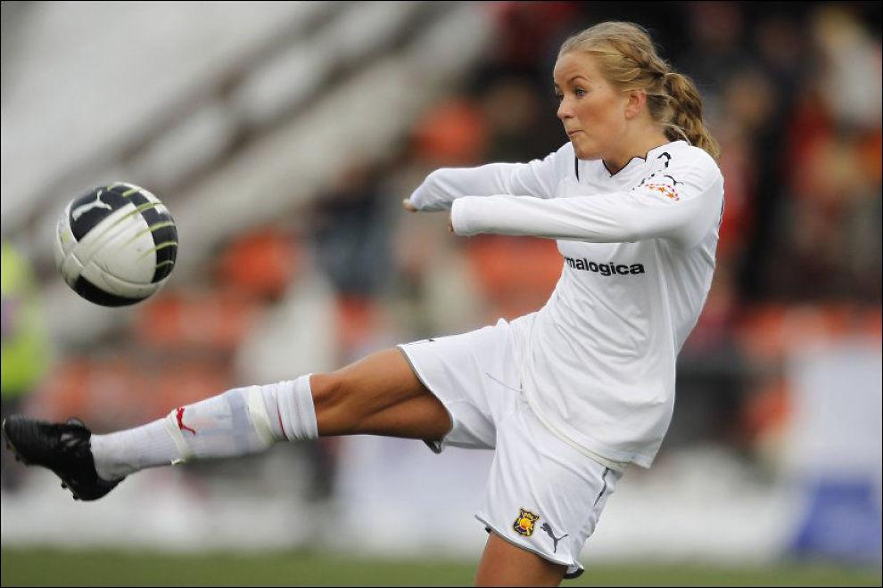 TOMÅLSSCORER: Det hjalp lite at Lene Mykjåland scoret to mål på slutten, Røa gikk likevel på et nytt tap. Foto: NTB Scanpix