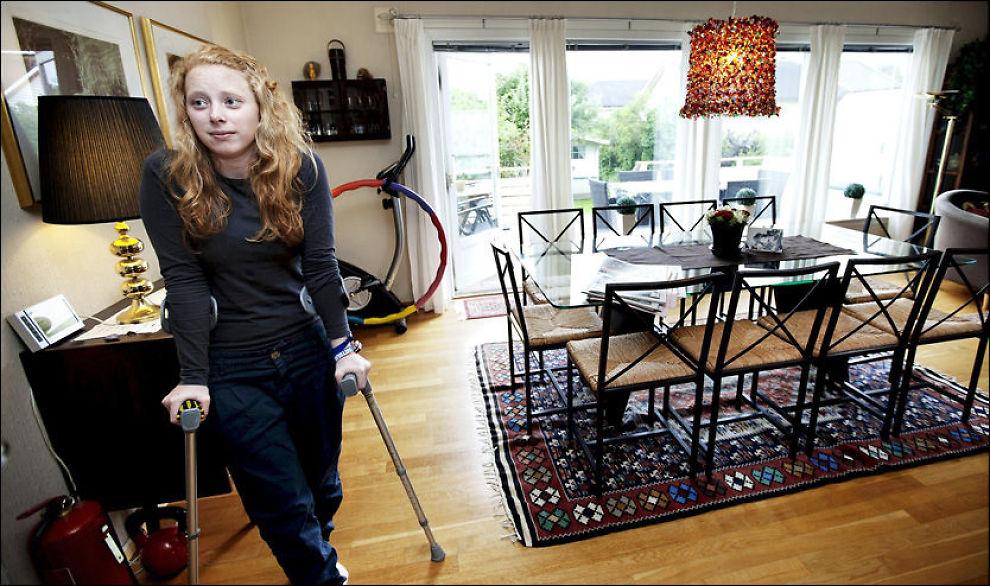 PLUKKET UT KULA: Frida Holm Skoglund (20) plukket selv ut kula fra låret etter å ha blitt skutt på Utøya av Anders Behring Breivik. Foto:Christian Roth Christensen/ Tønsbergs blad