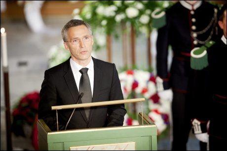 BEVEGET: Statsminister Jens Stoltenberg var tydelig beveget mens han talte om livet og kjærligheten i Gunnar Sønstebys begravelse. Foto: Kyrre Lien, NTB Scanpix