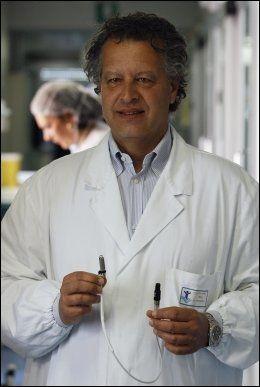 STOLT: Den italienske hjertekirurgen Antonio Amodeo kaller den vellykkede operasjonen en milepæl. Foto: REUTERS