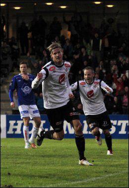 SCORET: Ulrik Flo fikk gleden av nettsus etter denne scoringen mot Molde i april. Foto: NTB Scanpix