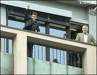 Se, her vinker Bieber til sine norske fans