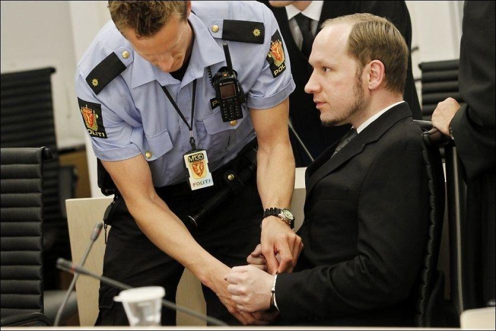 KOMMENTERTE: Anders Behring Breivik var ikke fornøyd med hvordan politivitnene fremstile ham og påstandene hans. Foto: NTB Scanpix