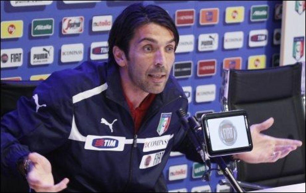 I AVHØR: Gianluigi Buffon må møte i avhør etter EM. Foto: AP