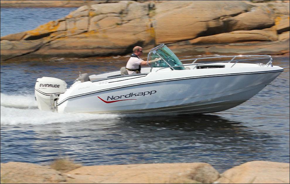 MANGE GODE DETALJER: I tillegg til at Nordkapp Enduro 550 er gjennomtenkt, med mange smarte løsninger, er den også god å kjøre. Foto: Jørn Finsrud (Båtliv)