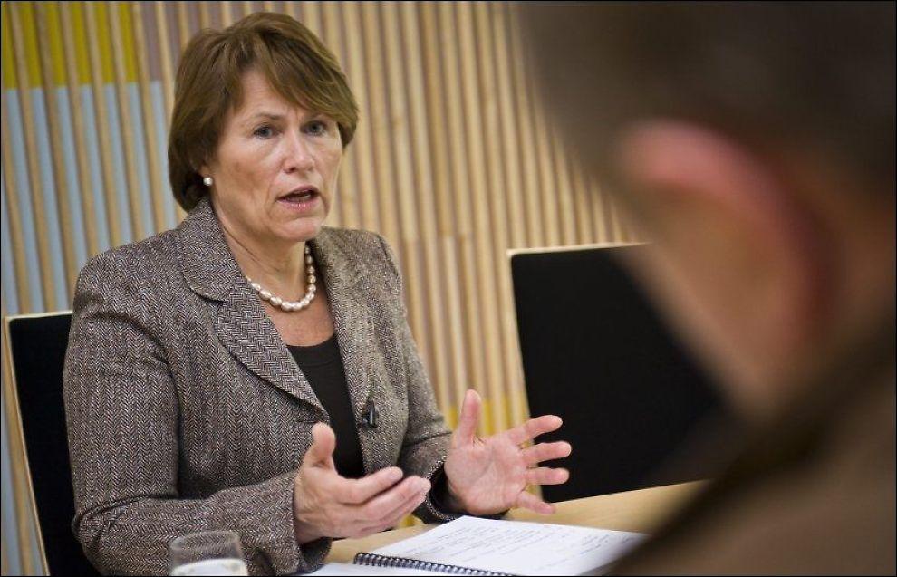 KNYTTER BÅND: Justis- og beredskapsminister Grete Faremo vil ha tett samarbeid blant de forskjellige instansen i krisesituasjoner. Foto: THOMAS GRABKA
