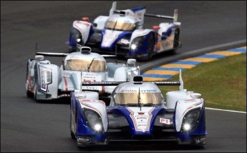 USKADD: Anthony Davidsons bil fløy ut av banen i Le Mans, men han kom uskadd fra hendelsen. Foto: Ap