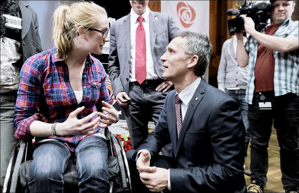 FIKK SKRYT: Birgit Skarstein fikk skryt av statsminister Stoltenberg da hun deltok på Aps landsmøte i april. Skarstein mener Nav må ha en så liten plass i et menneskes liv som mulig. - Det som fungerer for noen, behøver ikke fungere for andre med usynlig handikap, skriver kronikkforfatteren. Foto: KRISTER SØRBØ