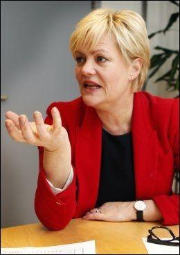 IKKE INTERESSERT: Kunnskapsminister Kristin Halvorsen (SV) anklager Høyre for å ville drive en stor privatisering av Skole-Norge. Hun vil ikke diskutere en eventuelt fullt ut betalt offentlig skole. Foto: Nils Bjåland