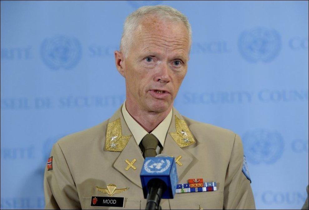 BEKYMRET: Her møter generalmajor Robert Mood pressen i New York etter orienteringen for FNs sikkerhetsråd tirsdag kveld. Foto: UN Photo/Evan Schneider
