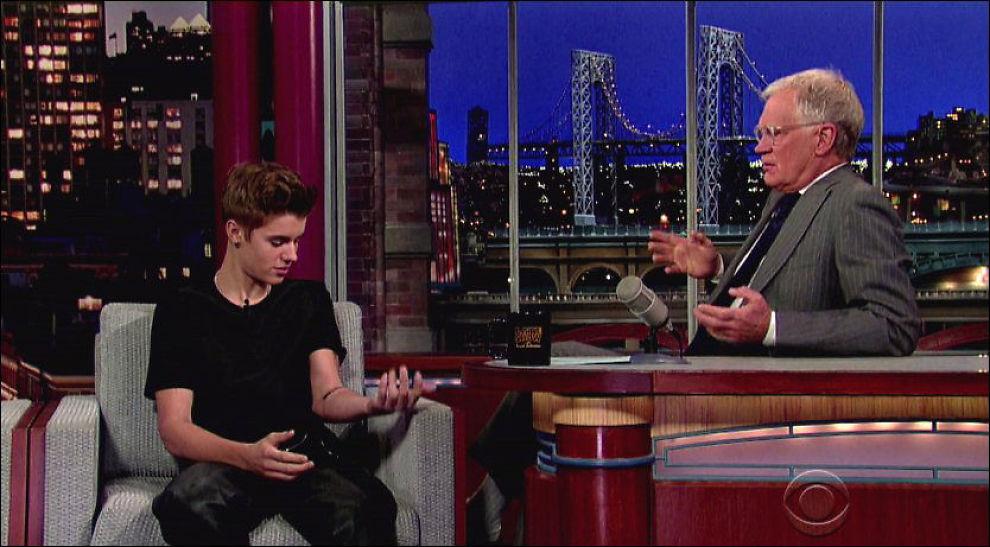 TATOVERING: Justin Bieber fikk strekk for sin nye tatovering da han besøkte David Letterman. Foto: wenn.com