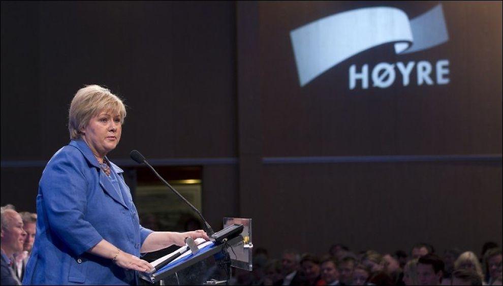 MEDVIND: Høyre-leder Erna Solberg seiler opp som Norges nye statsminister på alle målinger. I mandagens VG-måling sier velgerne tydelig til Solberg at hun bør velge et eller flere andre partier å ta med seg hvis hun får danne regjering neste høst. Foto: Terje Bendiksby / NTB scanpix