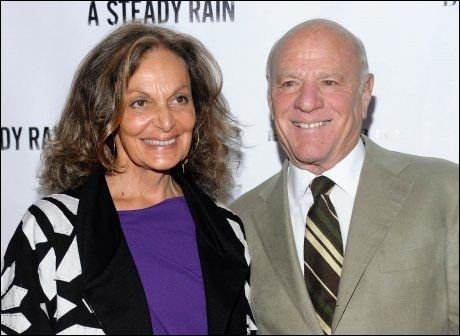 EKTEPAR: Diane von Fürstenberg og Barry Diller fikk et litt annerledes Norges-opphold enn først planlagt da båten deres tok fyr. Her er de fotografert på premieren på Broadway-stykket «A Steady Rain» i New York. FOTO: Evan Agostini/AP Photo