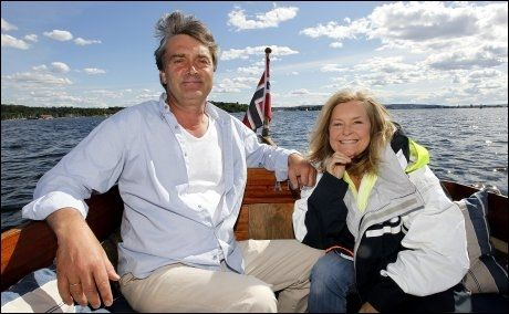 GLAD I BÅTLIVET: Når Elisabeth Andreassen ikke står på scenen i Tønsberg, nyter hun gjerne en tur i båten til ektemannen Tor Andreassen. Foto: Trond Solberg/ VG.