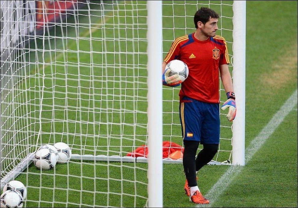 VILLE STOPPE KAMPEN: Den spanske målvakten Iker Casillas ville hindre ydmykelse av de italienske motstanderne i EM-finalen og prøvde å få dommeren til å blåse av kampen i ekstratiden. Foto: Getty Images/ Laurence Griffiths