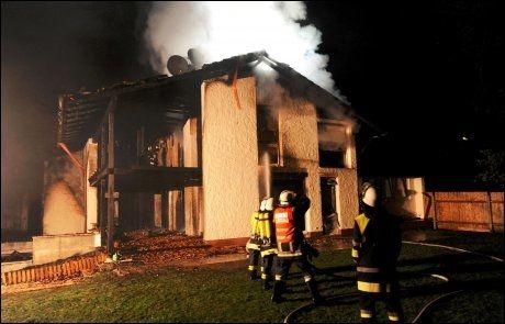 RØYKSKADD: Huset til Breno i Grünwald, like utenfor München, ble helt ødelagt i brannen. Foto: Tobias Hase, AFP
