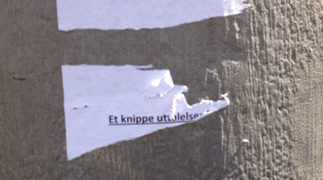 MED SITATER: Slike plakater hang over hele Bergen sentrum i dag, og inneholdt sitater fra NRK-kjendisen. Foto: privat.