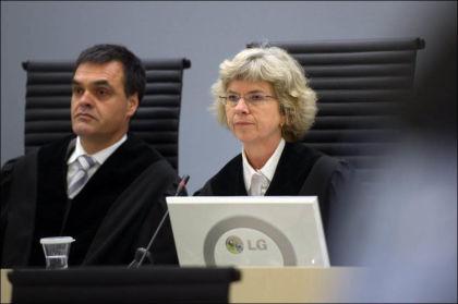 LESER OPP DOMMEN: Dommer Wenche Elizabeth Arntzen skal lese opp dommen mot Anders Behring Breivik. Her sammen med dommer Arne Lyng. Foto: Helge Mikalsen/VG