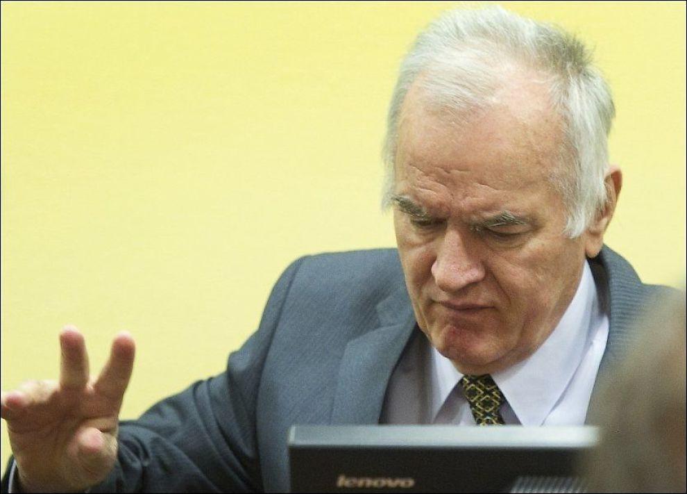 MØTER I RETTEN IGJEN: Aktoratets bevisførsel i rettssaken mot Ratko Mladic skulle begynt 29. mai, men ble utsatt fordi store mengder bevismateriale fra aktoratet ikke var blitt levert Mladic' forsvarere i tide. Mandag starter rettssaken opp igjen. Foto: Afp