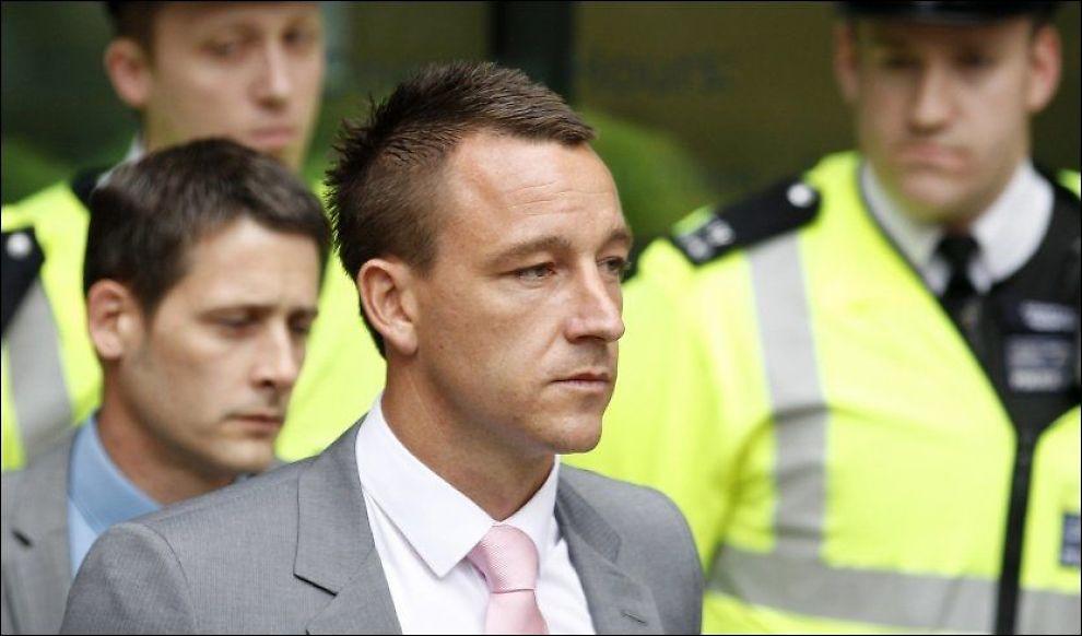 TILTALT: Terry på vei inn til rettssakens første dag mandag. Foto: Reuters/ Andrew Winning