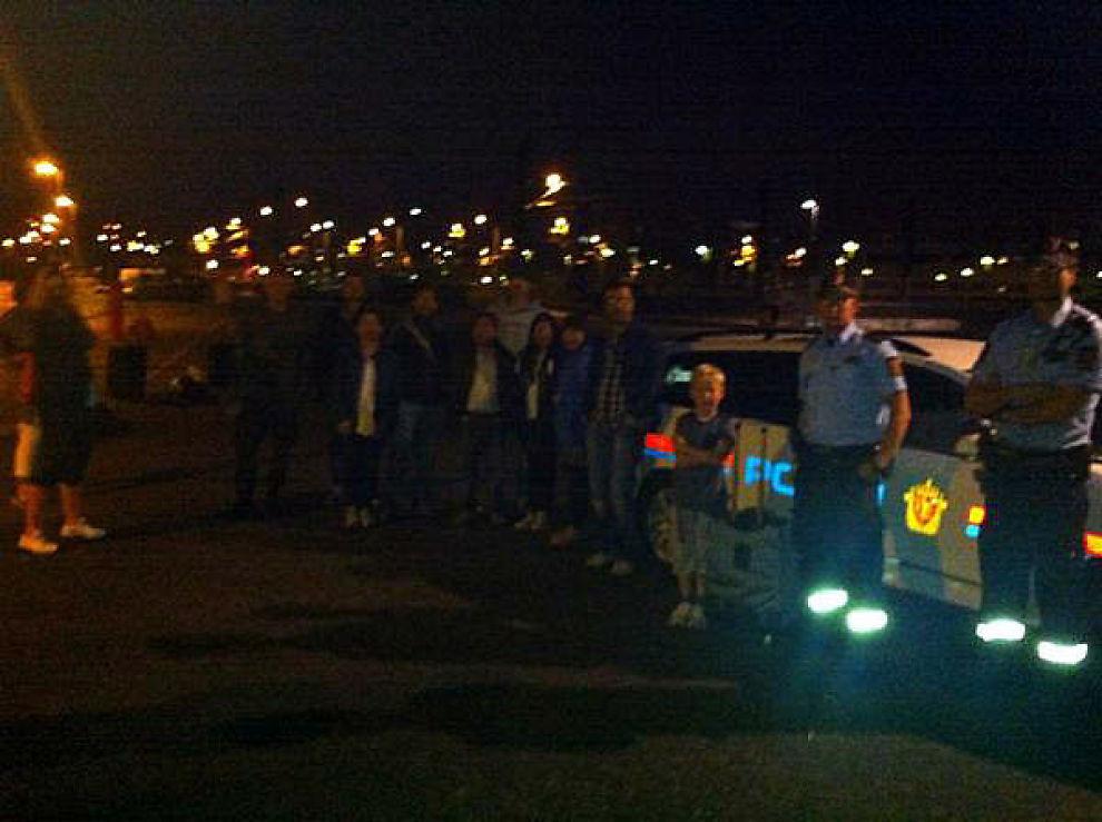 HELL I UHELL: En reiseklar gjeng blir reddet av politiet i Lillestrøm. Foto: Privat