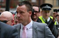 Her møter John Terry i retten
