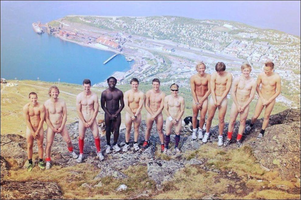 - AV MED KLÆRNE: - Kom dere ut og trim, og gjør det samme som vi gjorde, oppfordrer fotballtrener Ivar Morten Normark. Foto: Lasse Harlund